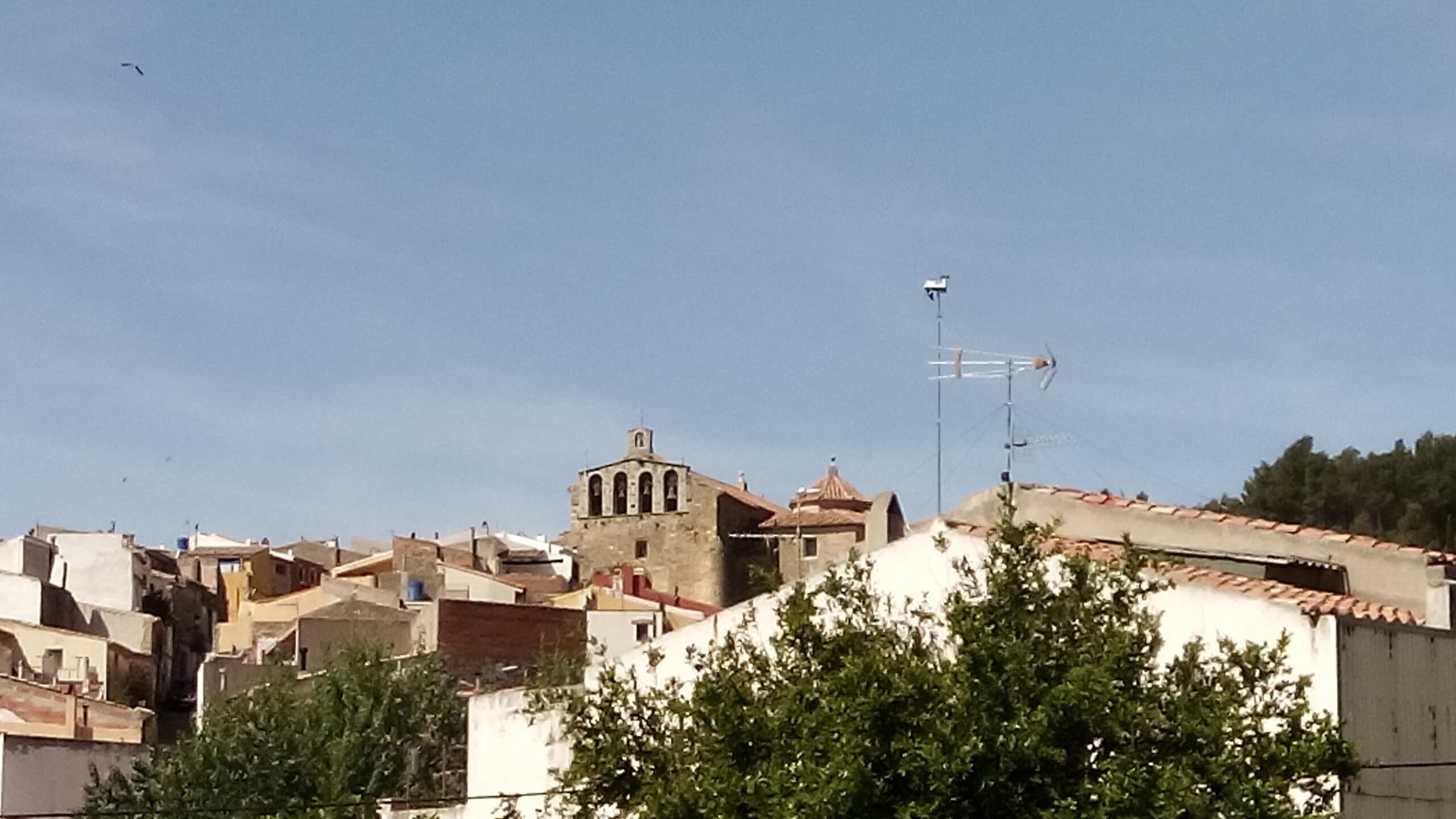 Vista estacion hacia el oeste, viendo detras el casco antiguo de la poblacion